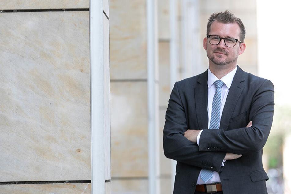 Baubürgermeister Raoul Schmidt-Lamontain (42, Grüne) koordiniert die Einführung des Online-Bezahlsystems.