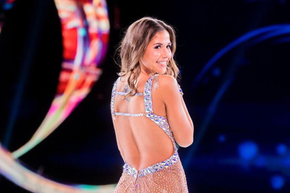 Sarah Lombardi bei Dancing on Ice: Sie überzeugt mit ihren Eislaufkünsten die Jury.