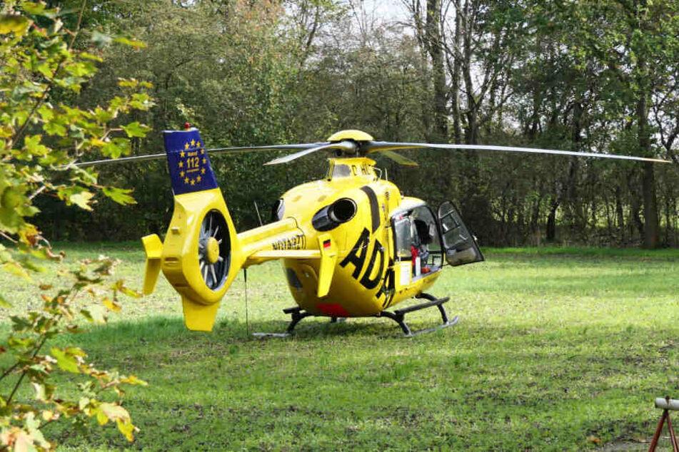 Der Verletzte wurde mit einem Rettungshubschrauber in ein Krankenhaus gebracht.