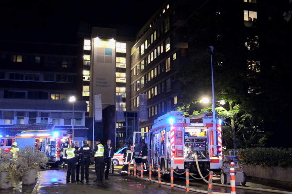 Das Feuer im Marien Hospital in Düsseldorf löste einen Großeinsatz aus.