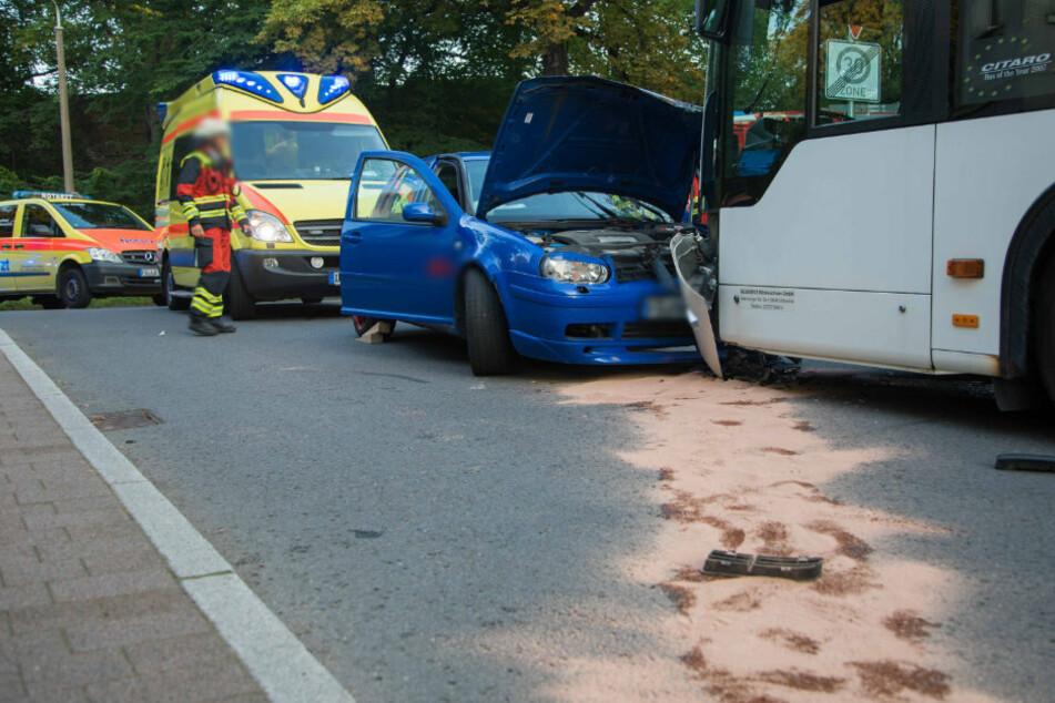 Heftiger Crash in Freiberg: VW knallt mit Bus zusammen