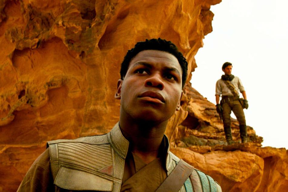 Finn (l., John Boyega) hätte unter Colin Trevorrow eine viel tragendere Rolle gespielt.