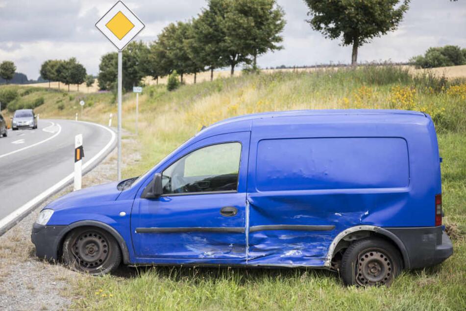 Ein Opel landete im Straßengraben.
