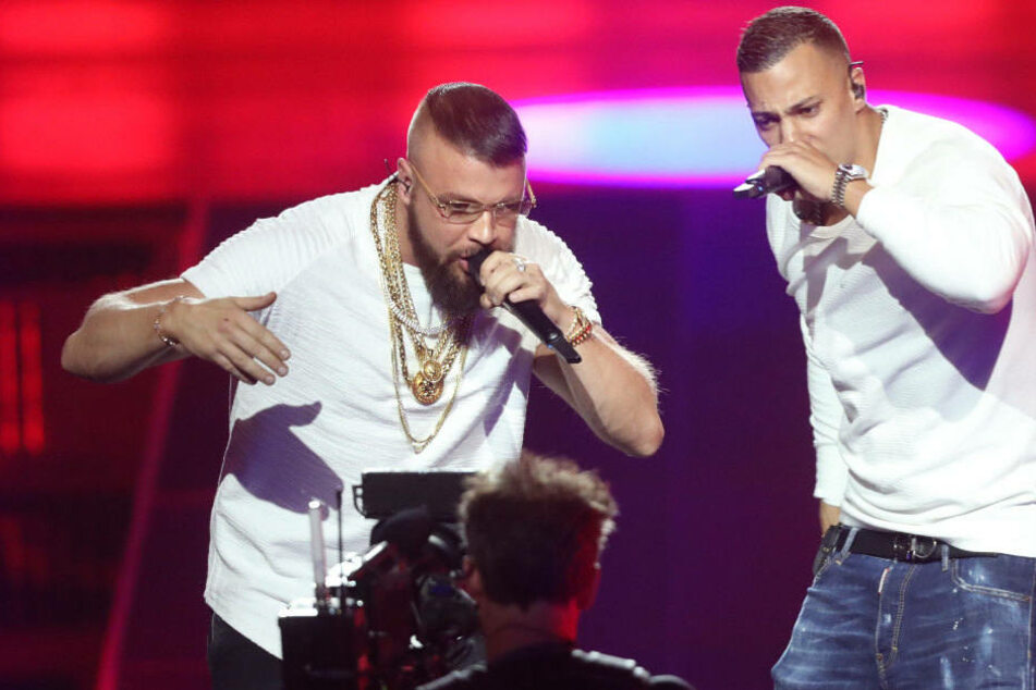 Kollegah (33, li.) und Farid Bang (31) rappen bei der 27. Verleihung des Deutschen Musikpreises Echo.