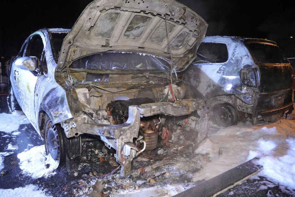 Eines der ausgebrannten Autos.
