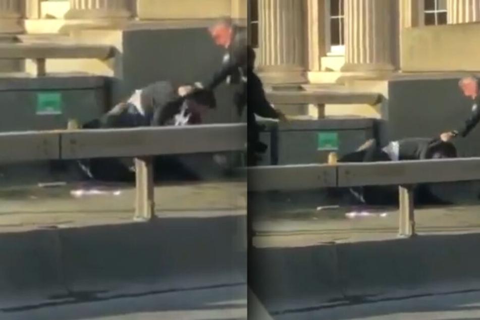 Ein mutiger Passant stürzte sich auf den Angreifer, ehe ihn ein Polizist wegzog.