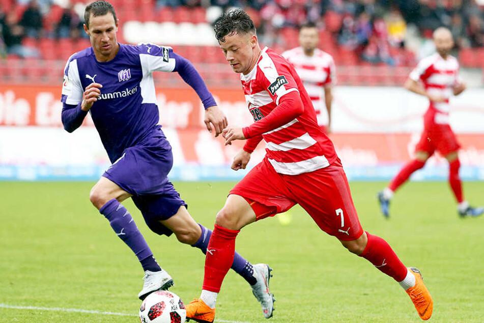 Tim Danneberg (l.), hier im Duell mit Zwickaus Janik Mäder, beendete seine Karriere nach dem Zweitliga-Aufstieg mit dem VfL Osnabrück.