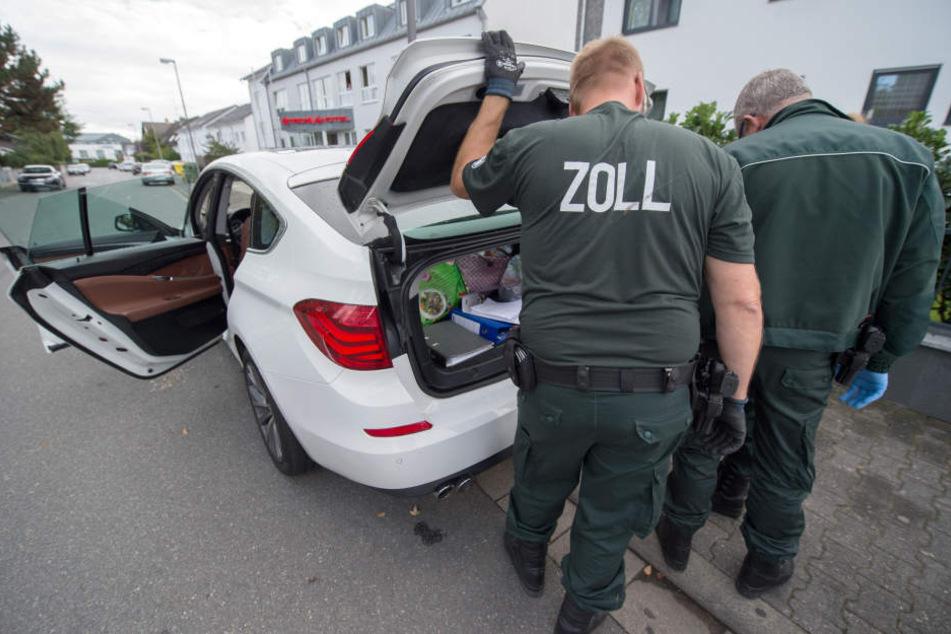 Die Zollbeamten konnten sogar Gold und 100.000 Euro Bargeld sicherstellen.