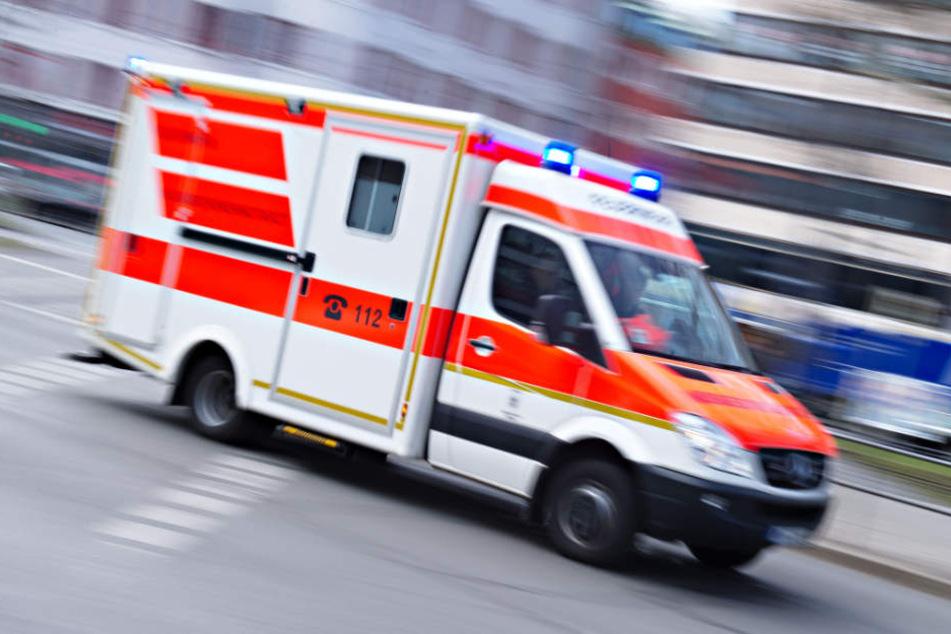 Drei Personen wurden bei dem Unfall verletzt. (Symbolbild)