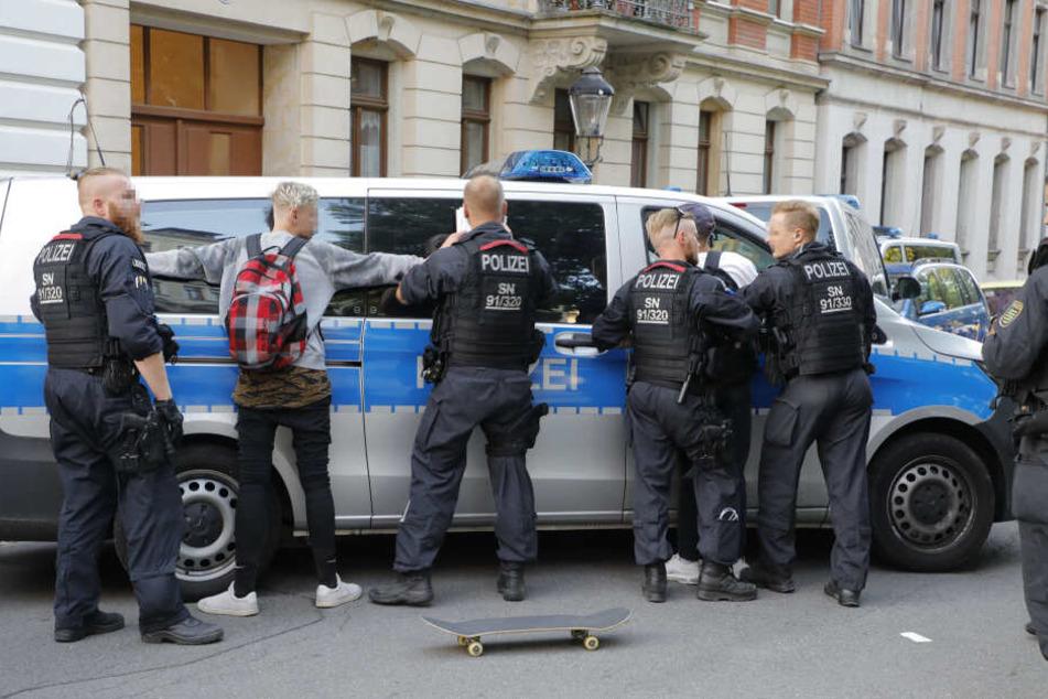 Am Mittwoch wurde in Chemnitz wieder eine große Razzia durchgeführt. Dabei Kontrollierte die Polizei mehrere Personen (Archivbild).