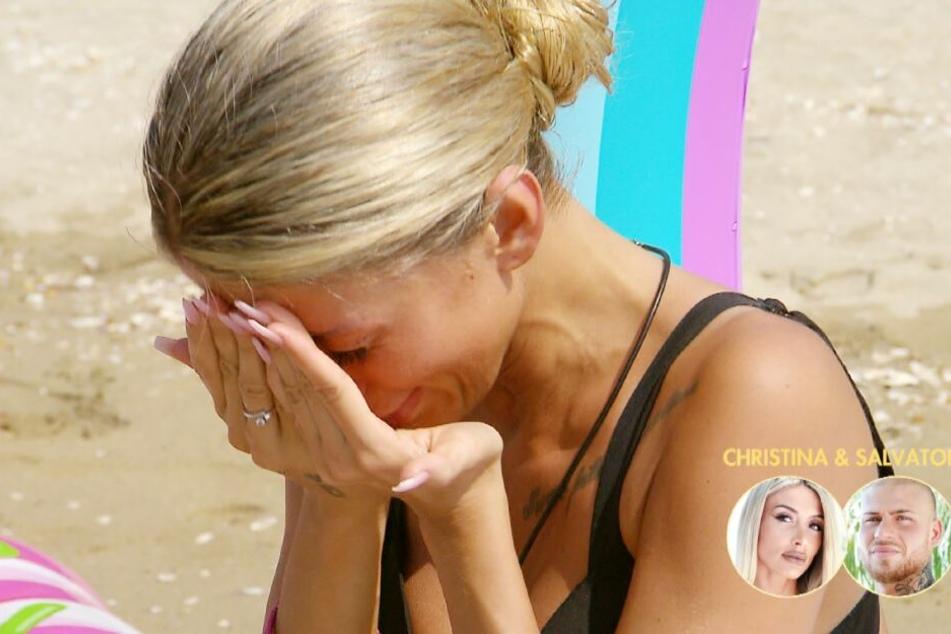 Christina bricht in Tränen aus als sie erfährt, dass Anastasiya wieder da ist.