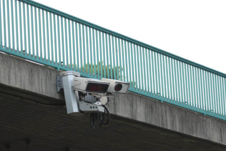 Dieses Bild zeigt exakt die Verkehrsüberwachungsanlage, die laut Staatsanwaltschaft das Kennzeichen des himbeerroten Twingos am 18. und 19 Februar erfasst hat.
