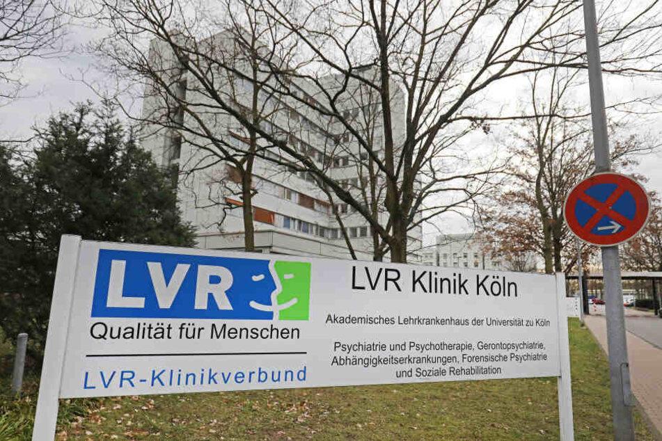 Die LVR Klinik in Köln. Ein möglicher Bombenfund in Köln könnte große Auswirkungen auf Patienten einer Klinik und den Verkehr auf der A3 haben.