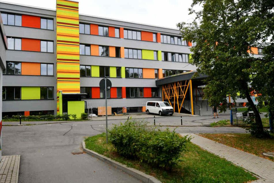Wegen der Innensanierung kommen Schüler Heinrich-Heine-Grundschule übergangsweise in Containern an der J.-A.-Comenius-Grundschule unter.