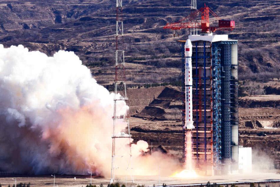 Eine Rakete startet. Ob auch sie Nutzlasten mit sich führt, ist jedoch unklar (Symbolbild).