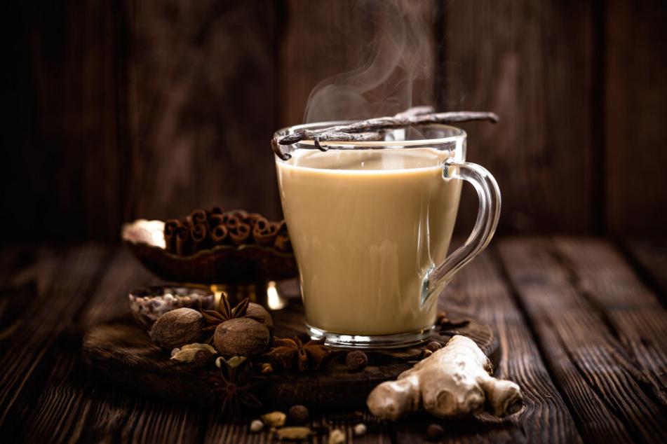 Mit Milch kühlt Tee schnell ab.