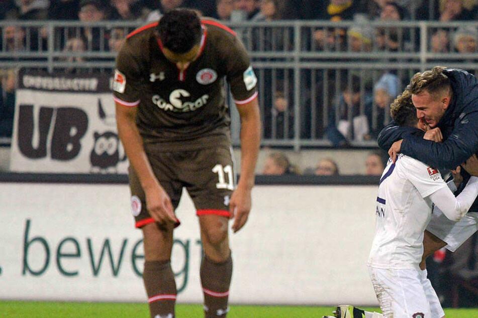 Der Jubel nach dem 2:1 auf St. Pauli fiel heftig aus. Hier umamt Simon Skarlatidis (r.) seinen Kollegen Fabio Kaufmann.