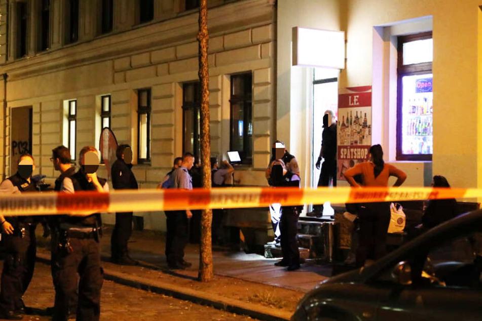 Ein 19-Jähriger wurde in der Hedwigstraße mit einem Messer verletzt.