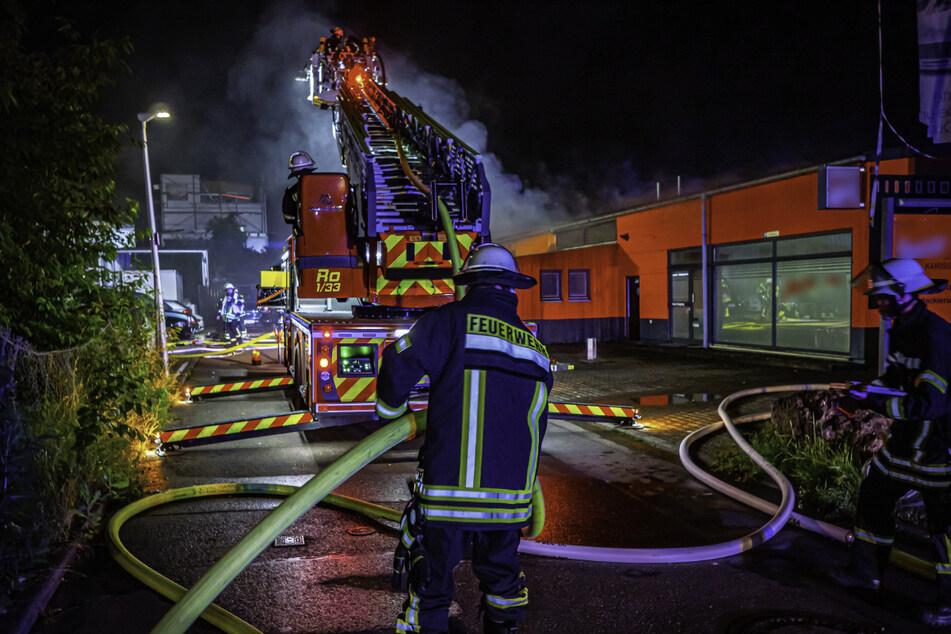 Die Feuerwehr konnte ein Übergreifen der Flammen auf die angrenzenden Räumlichkeiten verhindern.