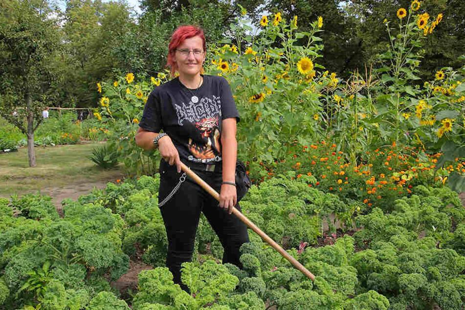 Sucht einen Job: Der Dresdnerin Madeleine Celik (45) gefällt die gärtnerische Arbeit.