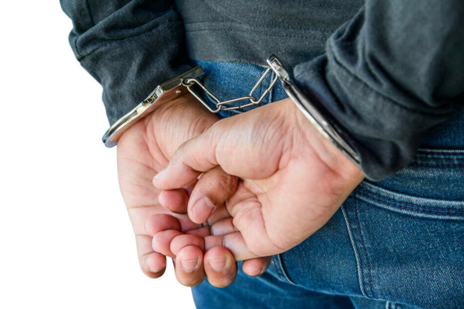 Im Missbrauchsfall Bergisch Gladbach wurde ein weiterer Tatverdächtiger (57) festgenommen (Symbolbild).