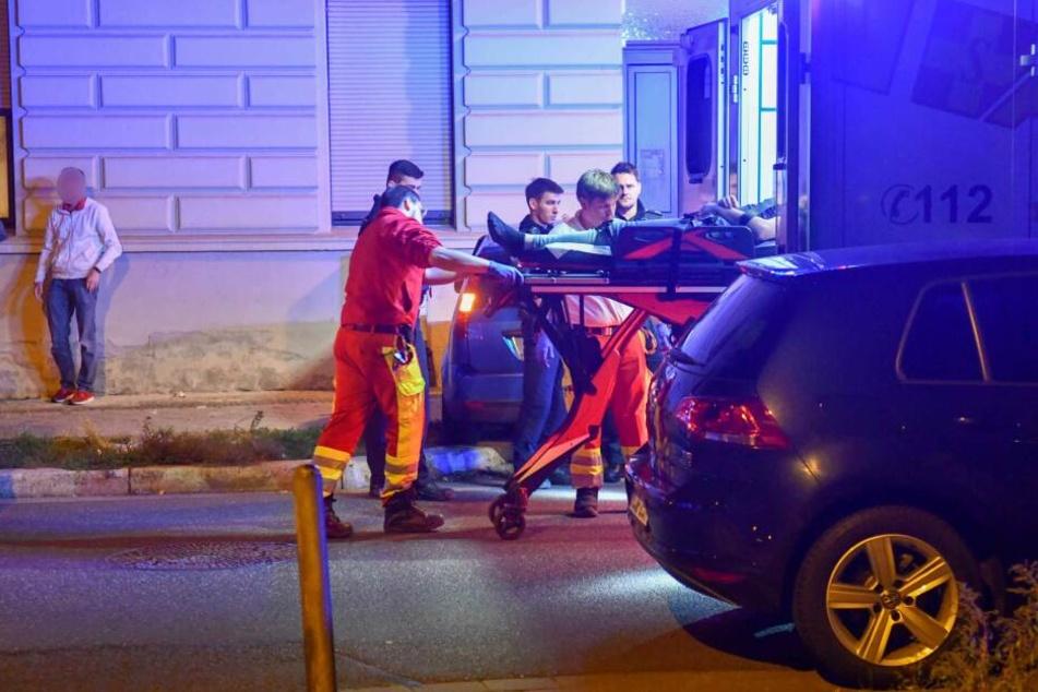 Der Mann wurde ins Krankenhaus gebracht. Laut Polizei soll er stark alkoholisiert gewesen sein.