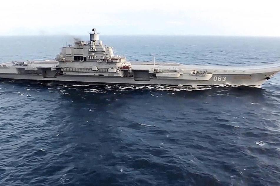 """Bei der Landung auf dem Flugzeugträger """"Admiral Kusnezow"""" stürzte ein Kampfjet ins Meer."""