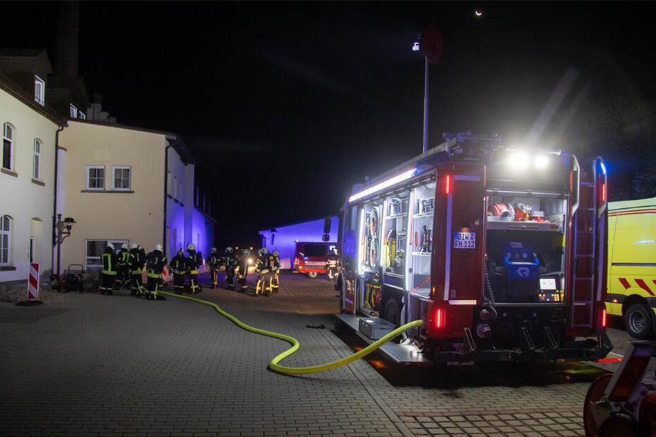 Insgesamt 82 Feuerwehr-Kameraden rückten zu dem Brand an der Dresdner Straße aus.
