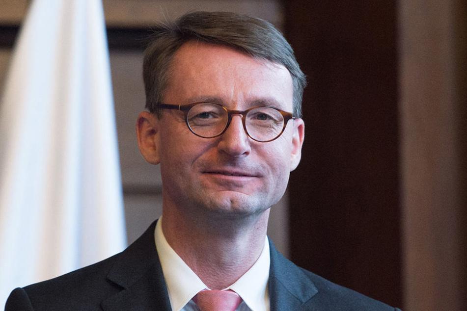 Innenminister Roland Wöller (47, CDU): Sein Ministerium will mit der Regelung eine gleichmäßige Verteilung der Asylbewerber erreichen.