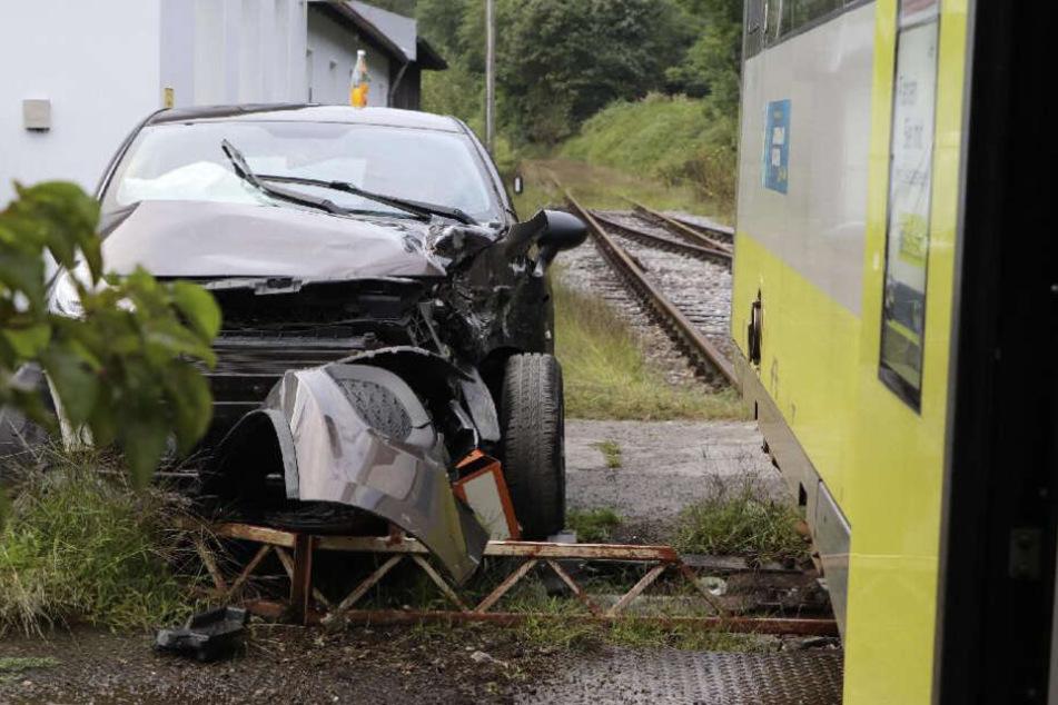 Die Autofahrerin rammte den Zug an einem Bahnübergang bei Hutthurm.