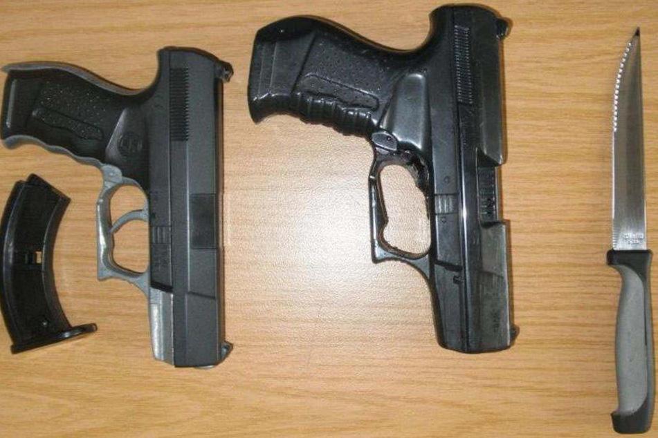 Diese Waffen hatte der 18-Jährige bei sich.