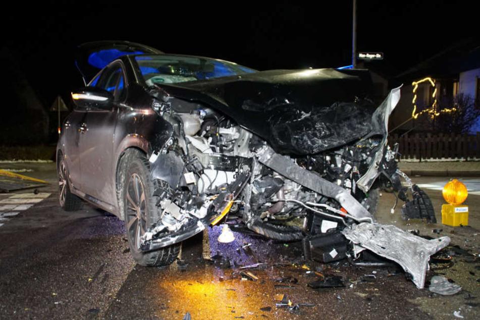 Insgesamt neun Menschen wurden bei dem Unfall verletzt.