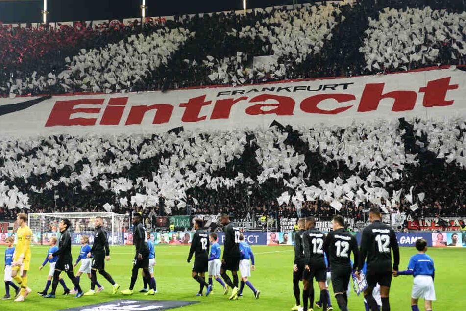 Eintracht Frankfurt (Archivbild) empfängt am 2. November den Rekordmeister FC Bayern München.
