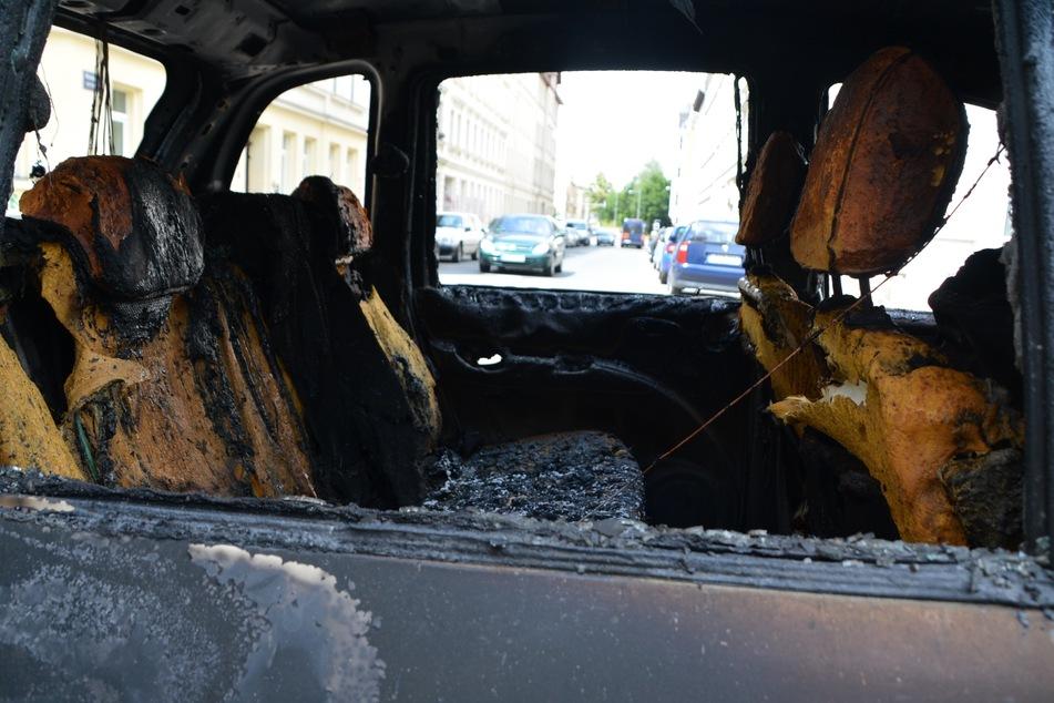 Leipzig: Zwei Autos in Anger-Crottendorf abgefackelt: Polizei vermutet Brandstiftung