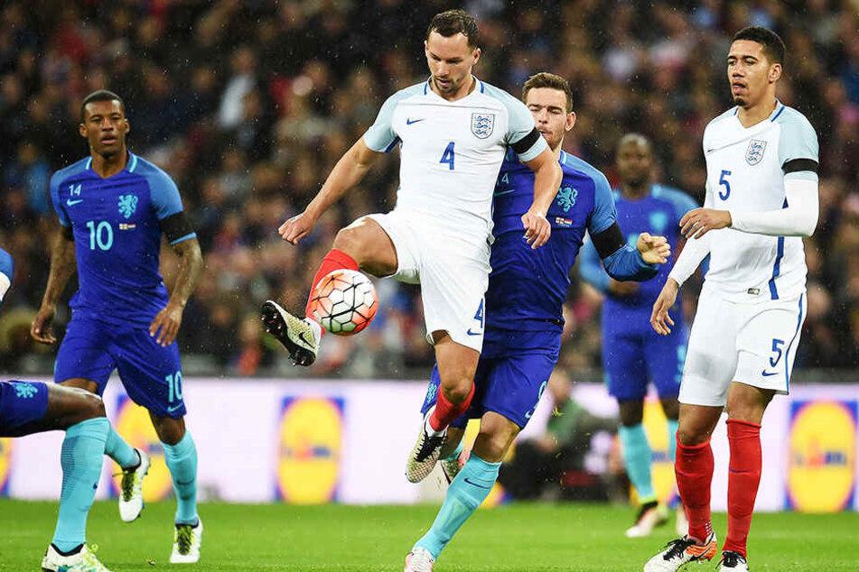 Danny Drinkwater (M.) absolvierte auch drei Länderspiele für die englische Nationalmannschaft.