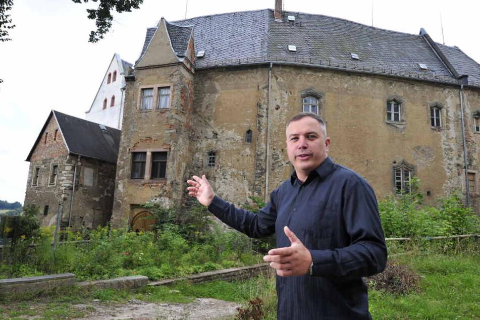 Sollte Asylkritiker Frank Urbanek (43, parteilos) Bürgermeister werden, will der Frankenberger Schloss Sachsenburg verkaufen.