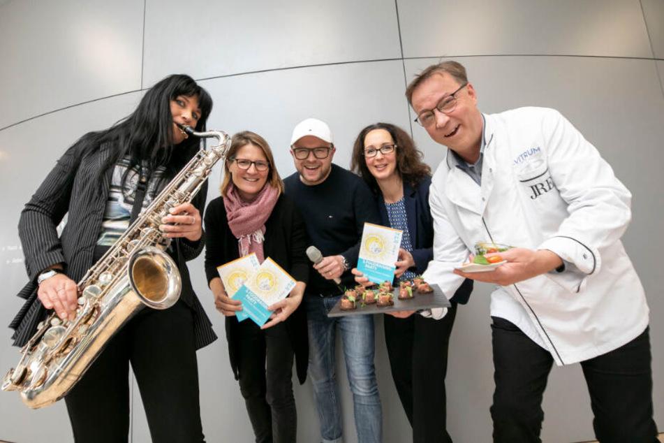 Laden zum Foodraising ein: Musikerin Marie Joana (35, v.l.), Onkologin Julia Hauer (41), Sänger Anthony Weihs (40), Sonnenstrahl-Chefin Antje Herrmann (44) und Spitzenkoch Mario Pattis (50).