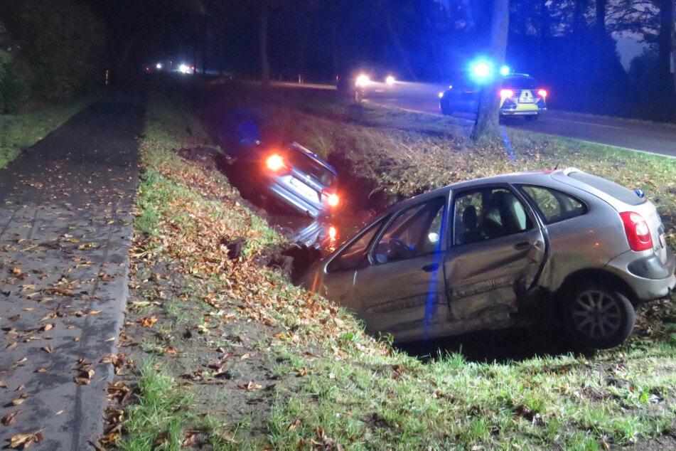 Crash auf Landstraße: Autos schleudern in Graben