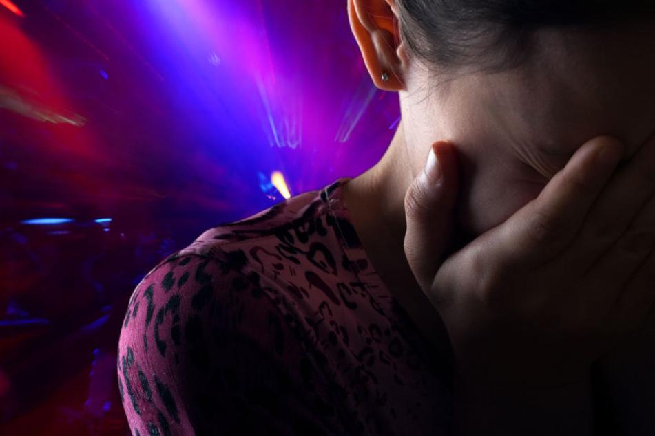 Ein 16 Jahre altes Mädchen wurde auf einem Dorffest sexuell belästigt. (Fotomontage)
