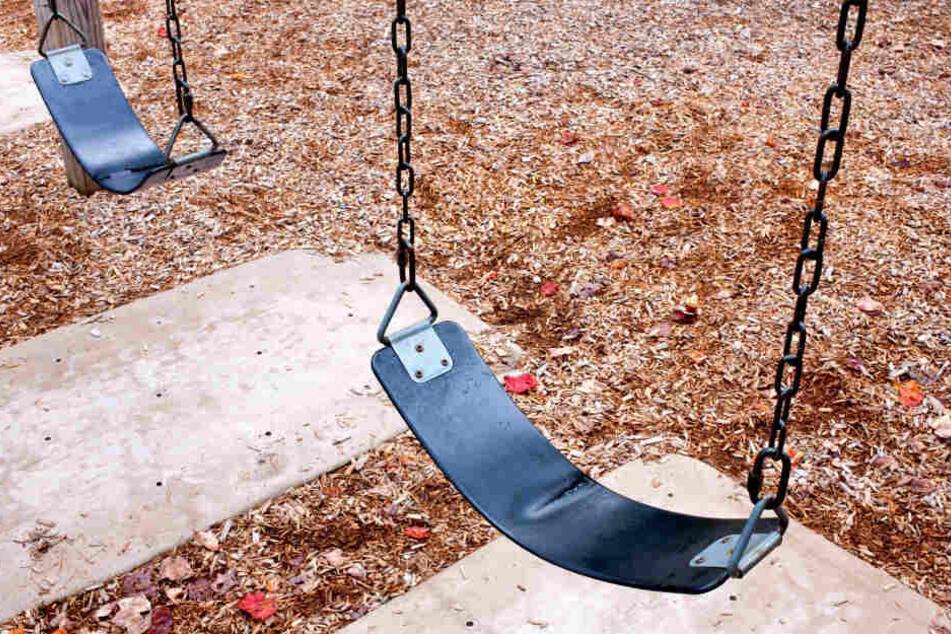 Entblößer auf Spielplatz: Mann lässt vor Kindern Hose runter
