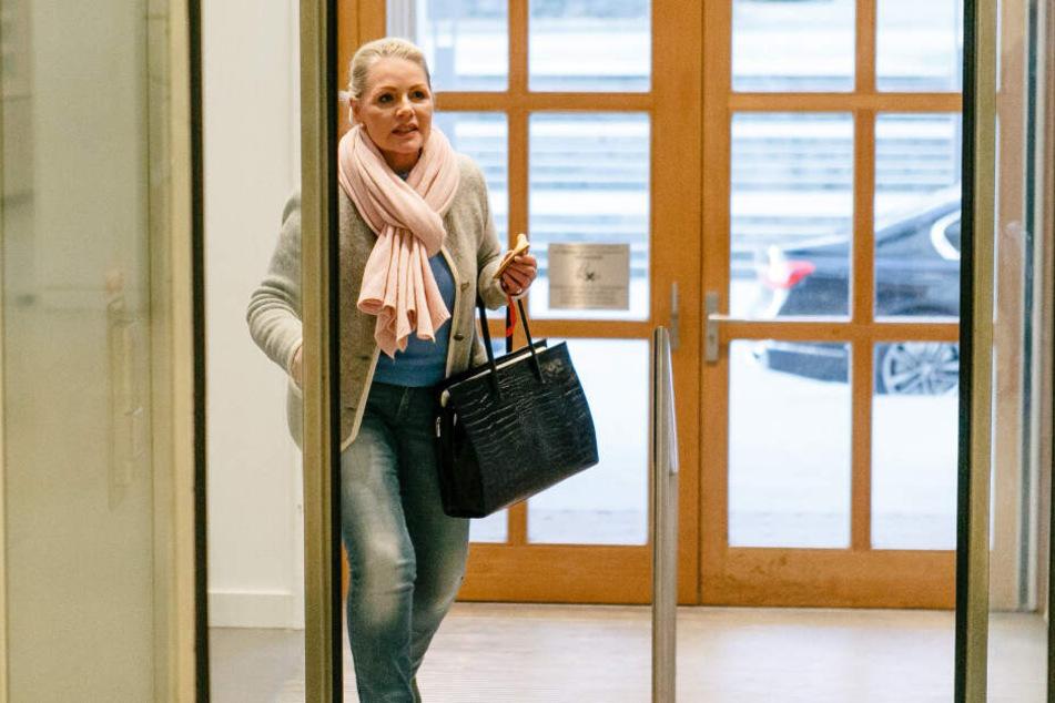 Die ehemalige Landesvorsitzende der AfD Schleswig-Holstein, Doris von Sayn-Wittgenstein, geht in das Landeshaus in Kiel.