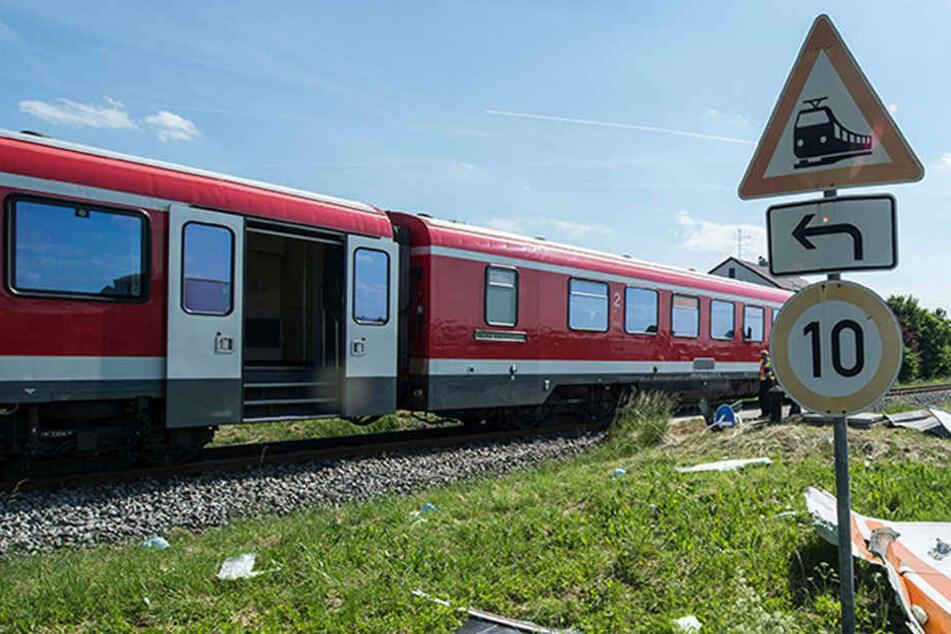 Die Autofahrerin hat den Zug schlichtweg nicht beachtet. (Symbolbild)