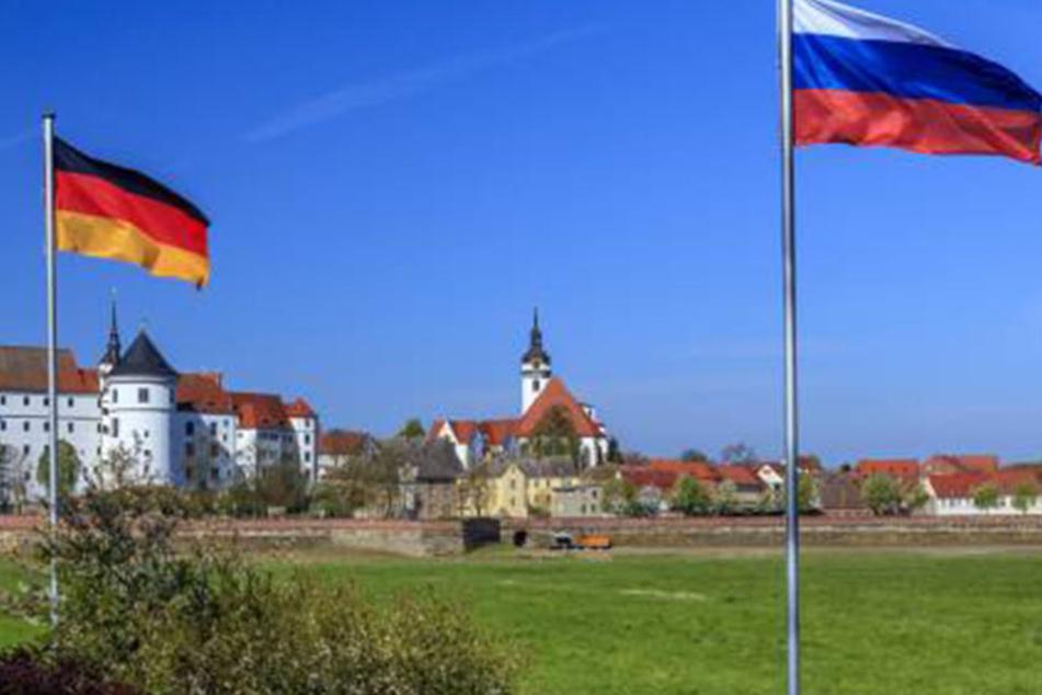 Wenn es nach René Reimann geht könnte vor Schloss Hartenstein bald nur noch die russische Fahne wehen.
