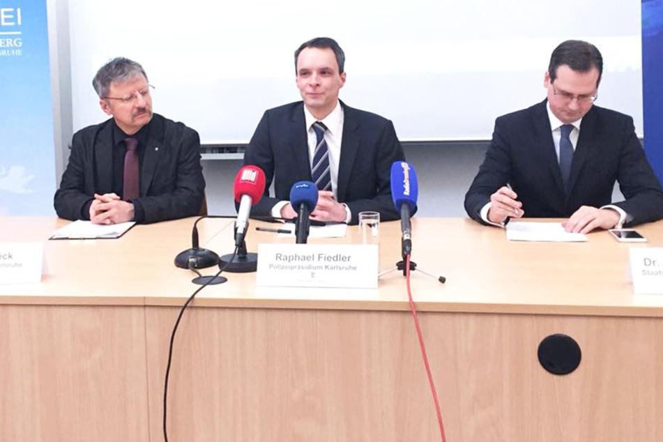 Die Ermittlungsbehörden  in Karlsruhe auf der Pressekonferenz zu den Hausdurchsuchungen in der Dynamo-Fan-Szene.