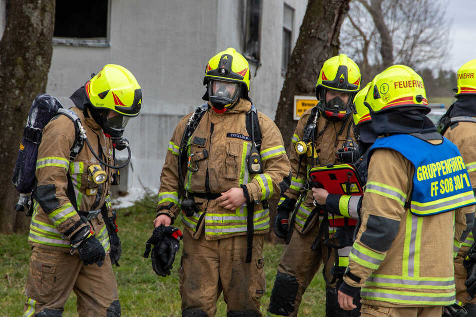 Die Feuerwehr konnte den 85-Jährigen nur noch tot aus dem brennenden Haus bergen.