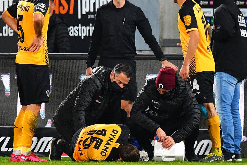 Im Oktober zog sich Chris Löwe (32, am Boden liegend) gegen den FSV Zwickau eine Knieverletzung zu.