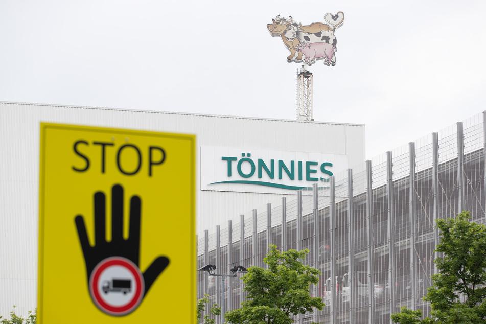 Nach Corona-Ausbruch bei Fleischfabrik Tönnies sollen große Untersuchungen folgen