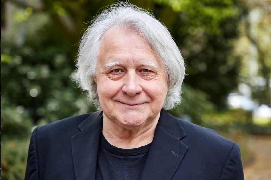 Peter Urban (73) moderiert seit 1997 den Eurovision Song Contest und liegt nun nach einer Not-Op im Krankenhaus. (Archivfoto)