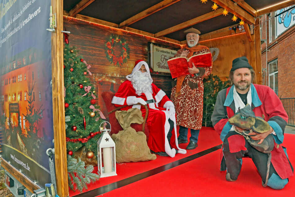 """Durch Künstler und Weihnachtsmann auf der mobilen Bühne des """"Weihnachts-Express"""" kommt in Zwickau weihnachtliche Stimmung auf!"""