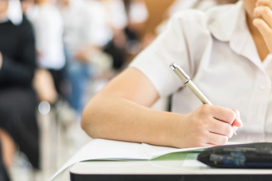 Die GEW befürchtet, dass viele Schüler nicht in der Lage sind, sich auf die Prüfungen vorzubereiten (Symbolbild).